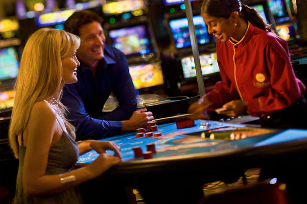 Playing Poker Online to Enhance Your Experience